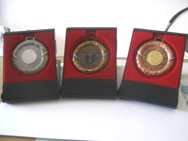 Komplet treh skatel za medalj